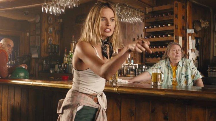 """Hugh Jackman, Margot Robbie, Russell Crowe y más en Nuevo Trailer para el Falso """"Regreso de Cocodrilo Dundee"""